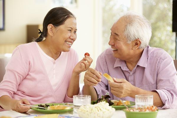 Cần ăn uống và sinh hoạt đúng cách sẽ giúp cải thiện sức khỏe người bệnh ung thư vú