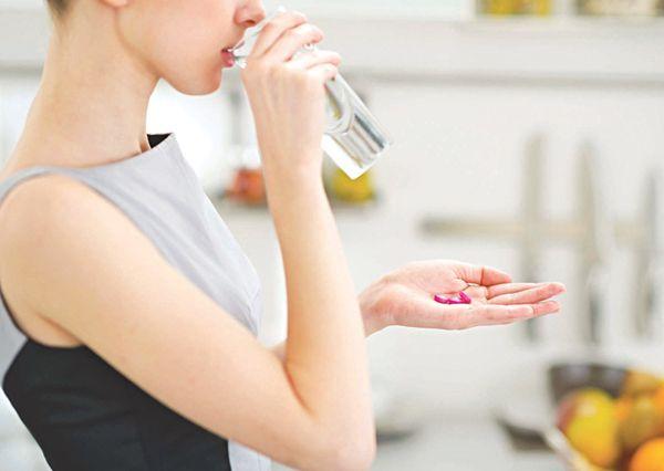 Để điều trị nang tử cung người bệnh có thể sử dụng thuốc theo chỉ định của bác sĩ