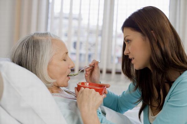 Sau cắt dạ dày người bệnh cần chú ý ăn uống và sinh hoạt để cải thiện sớm tình trạng sức khỏe
