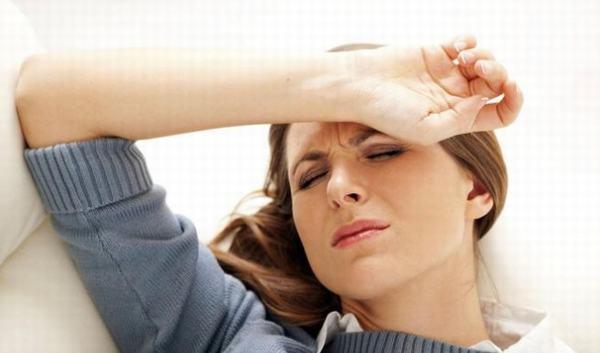 Khi bị gan nhiễm mỡ người bệnh thường xuyên cảm thấy mệt mỏi, da xanh yếu