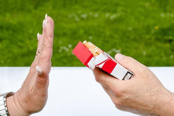 Cần tránh khói thuốc lá hoặc không hút thuốc lá sẽ giúp phòng ngừa viêm phế quản
