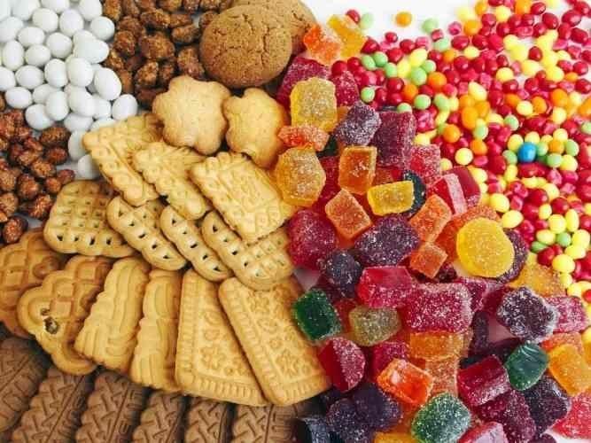 Người bệnh cũng cần kiêng những thực phẩm nhiều đường trong khi bị u nang buồng trứng