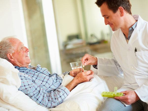 Người bệnh ung thư dạ dày giai đoạn cuối cần được chăm sóc chu đáo, tạo tinh thần lạc quan cho người bệnh