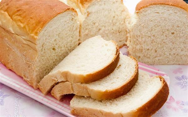 Người bệnh nên bổ sung các thực phẩm có thể giúp thấm hút axit dịch vị trong dạ dày tốt như bánh mỳ
