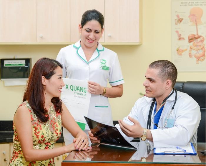 Bác sĩ khám tầm soát ung thư