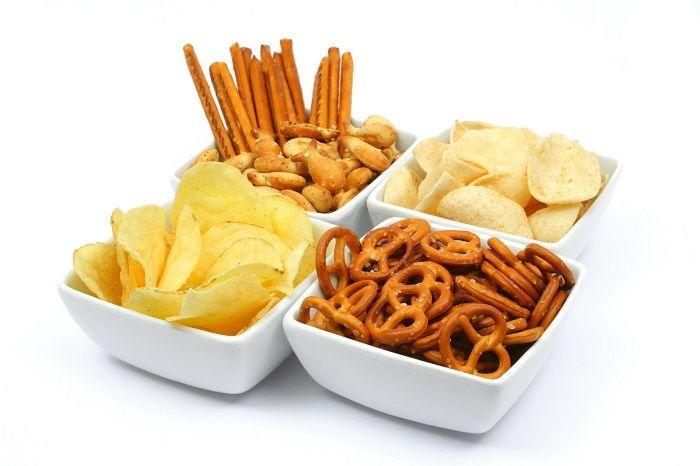 Thói quen ăn vặt và những thực phẩm chế biến sẵn ảnh hưởng nghiêm trọng tới dạ dày