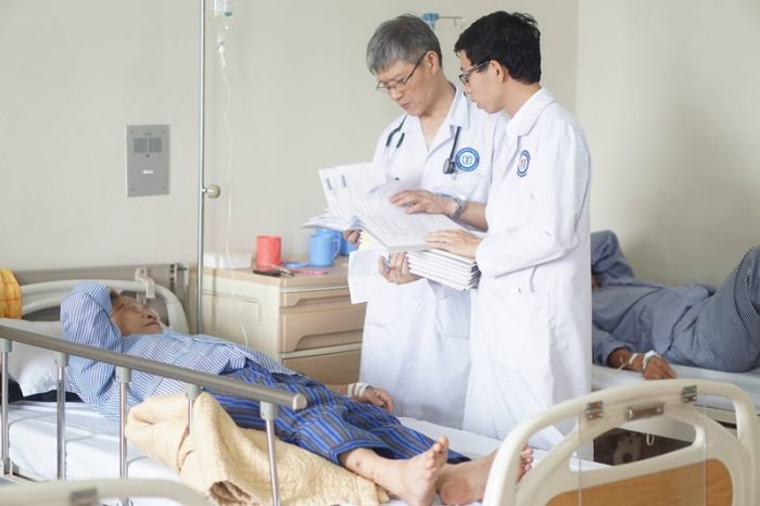 https://ungbuouvietnam.com/wp-content/uploads/2018/11/theo-doi-suc-khoe-benh-nhan-min-700x466.jpg