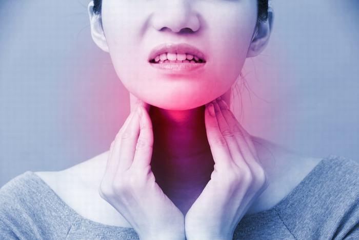 Khi thấy xuất hiện những triệu chứng nghi ngờ mắc ung thư vòm họng, bạn cần đi khám ngay