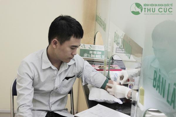 Xét nghiệm máu là bước thăm khám cơ bản và không thể thiếu trong tầm soát ung thư dạ dày