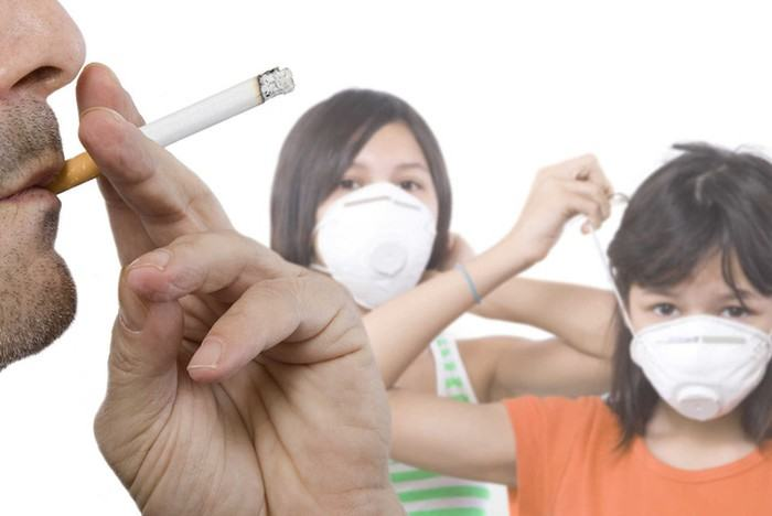 Để phòng tránh ung thư phổi chúng ta nên tránh tiếp xúc với thuốc lá và hít phải hóa chất độc hại từ môi trường sống, nghề nghiệp