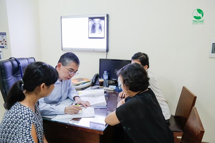 Nếu nghi ngờ mắc ung thư, người bệnh sẽ được tư vấn điều trị với chuyên gia ung bướu hàng đầu Singapore