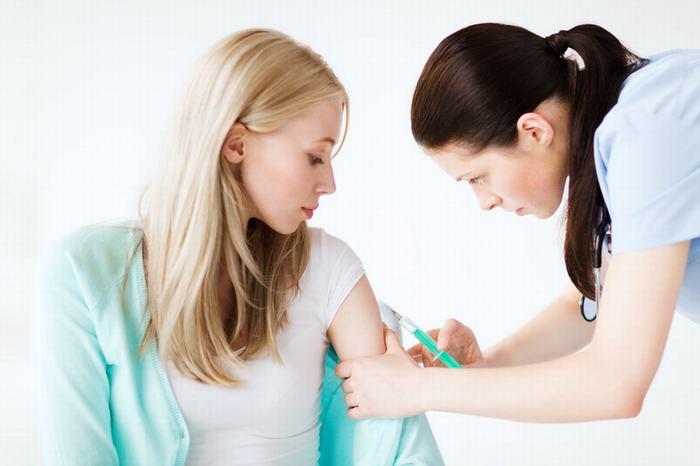 Chị em cần tiêm đầy đủ các loại vắc xin để ngăn ngừa nguy cơ mắc bệnh