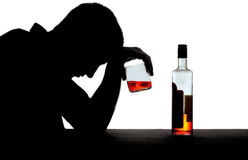 Có khoảng 70 - 80% bệnh nhân bị ảnh hưởng bởi ung thư miệng hoặc ung thư lưỡi đều là những người nghiện rượu bia.