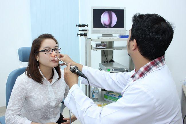 Nội soi vòm mũi họng có thể phát hiện ra khối u, bất thường.